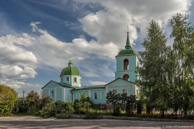 Церковь Николая Чудотворца в Рамони сооружена в 2002 году по образу и подобию снесенной в советское время церкви 1803 года постройки.