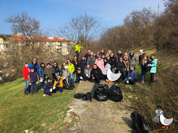 Севастопольцы убрали мусор на улицах города