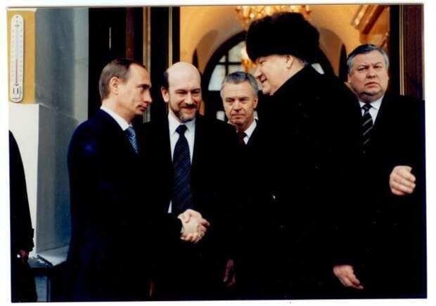 Как Ельцин передавал власть (8 фото)