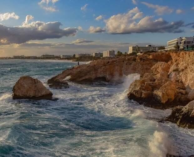 """Власти Кипра пересмотрят выдачу """"золотых паспортов"""" братьям Ананьевым"""