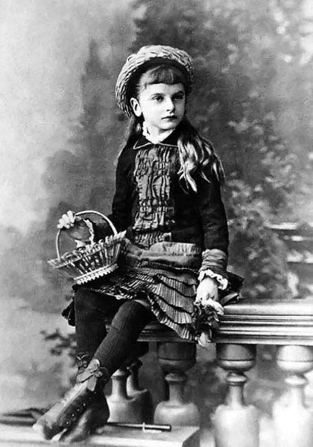 Инесса Арманд в детстве