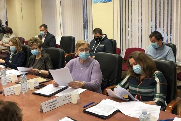 Депутаты в Лианозове обсудили темы сезонных кафе, районных мероприятий и охраны порядка