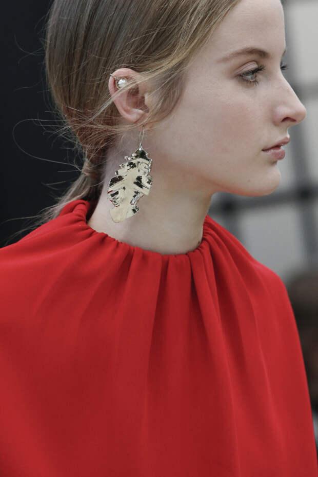 Блестящие металлические серьги из коллекции Valentino
