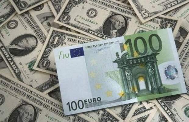 Доллар превысил 76 рублей, евро пробил отметку 90 рублей