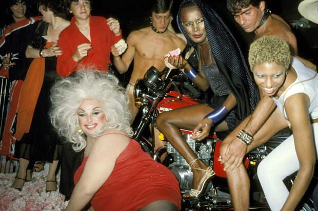 10 фото самых отвязных клубов Америки 70-х, в которых царила похоть