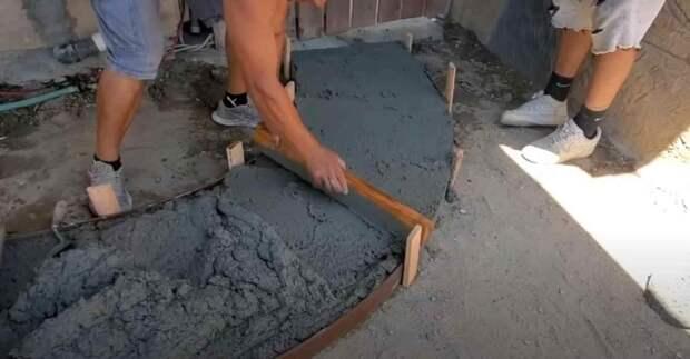 Как сделать садовую дорожку с имитацией поверхности дикого камня