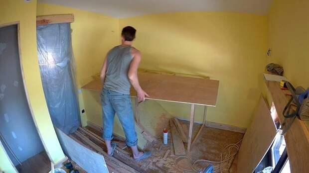 Каркас для кровати изготовил из бруска 40*40мм., дополнительно закрепил его к стенам и полу, получилась очень устойчивая конструкция. Сверху накрыл каркас 10 миллиметровой фанерой. DIY или Сделай сам, детская кровать, детская спальня, кровать, мастер-класс, своими руками