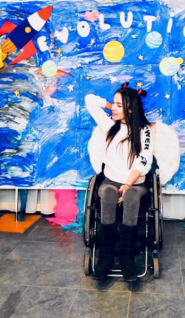 Жительница Ижевска участвует в конкурсе красоты для девушек на инвалидных колясках