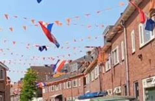 Улицы Нидерландов стали оранжевыми