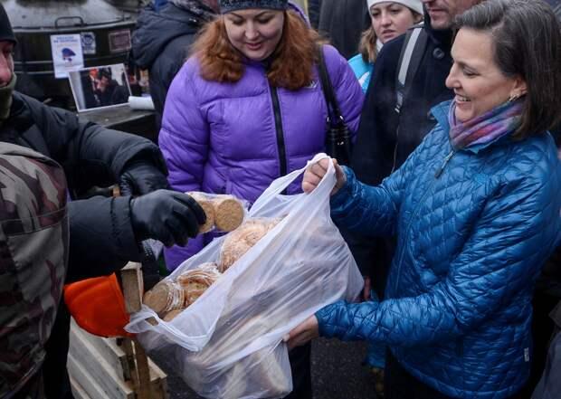Жители незалежной продолжают платить за печеньки Нуланд