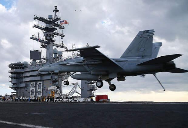 Американский палубный истребитель-бомбардировщик F18