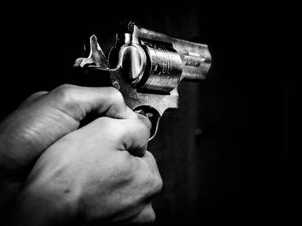 В Петербурге у торгового центра подстрелили мужчину