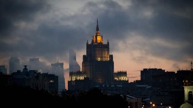 МИД России объяснил опасные маневры Evertsen в Черном море