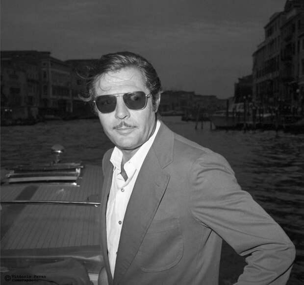 Редкие фотографии известных людей, отдыхающих в Венеции в 1950-60-е годы 25