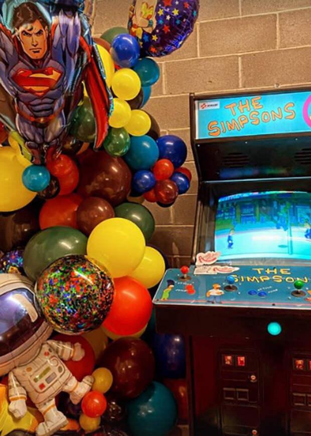 Супер Марио и Симпсоны: Джиджи Хадид устроила необычный праздник в честь дня рождения Зейна Малика