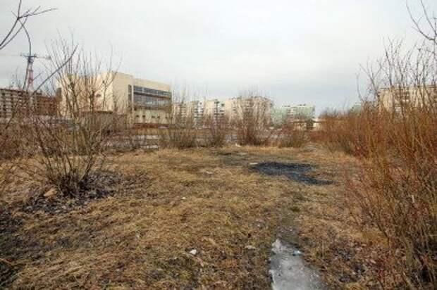Смольный будет платить Центру спорта тысячу рублей в день за пустырь в Шипкинском переулке