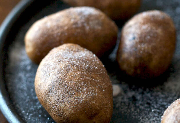 Вкуснейший картофель в мундире в духовке
