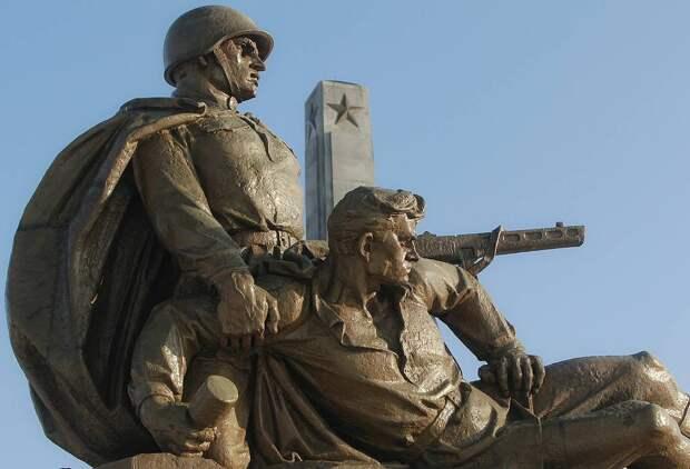 Памятник советским воинам в Варшаве AP Photo/Czarek Sokolowski