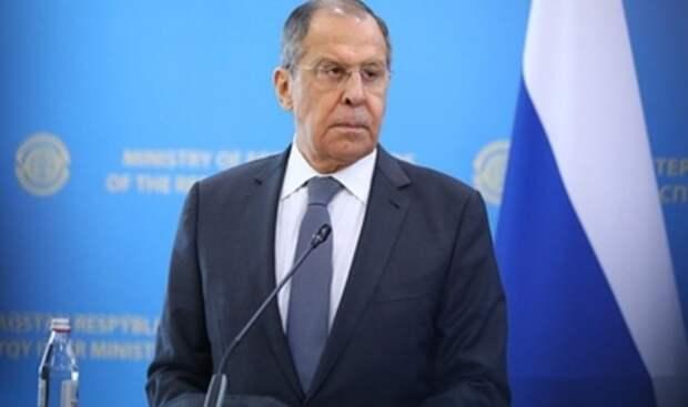 """Лавров объяснил """"наращивание"""" войск на границе России. Хватило трёх слов"""