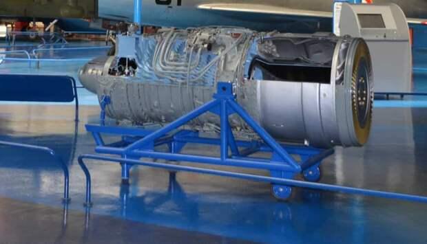 Подъемный двигатель Роллс-Ройс RB162-1 с виду был обычным ТРД, только маленьким. Но восемь таких «движков» уже занимали солидный объем, вместе весили почти тонну (и это без креплений, коммуникаций и сопел, которые входили в конструкцию не этого двигателя, а самолета) и потребляли на взлете более 250 кг керосина в минуту!