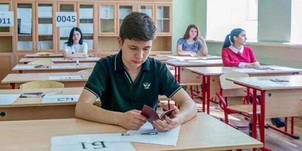На ЕГЭ в Москве зарегистрировались 80 тыс. выпускников. Фото: mos.ru