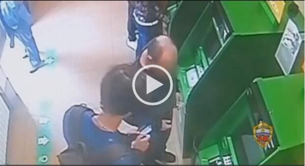 Прикарманивший забытые в банкомате деньги похититель задержан в Лефортове