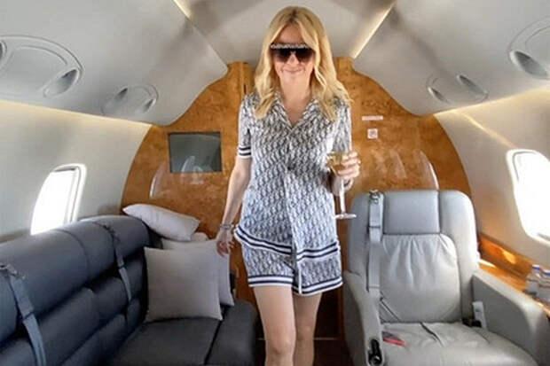 Рудковская показала роскошную жизнь навидео сборта частного самолета