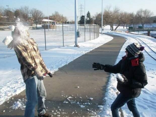 Попадание снежком в голову