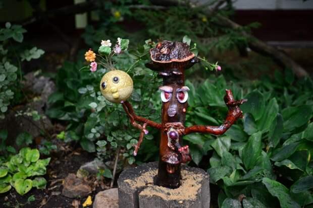 Деревянный гриб Палыч «поселился» во дворе на Туристской