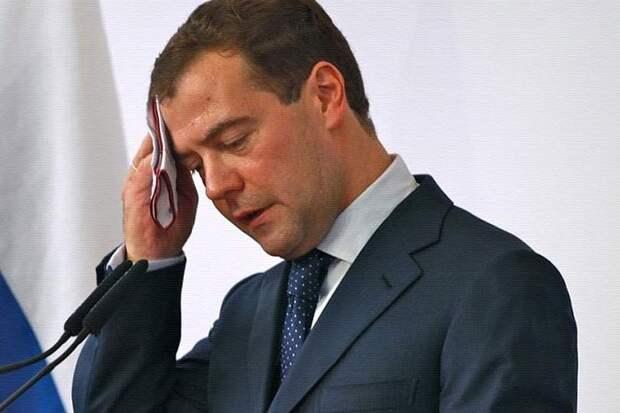 В связи с ПР, премьер-министр Медведев перешёл на нелегальное положение