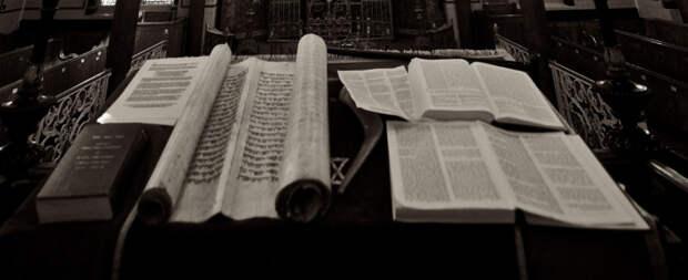 Тора является основой иудаизма и важнейшей ценностью для каждого еврея. \ Фото: toldot.ru.