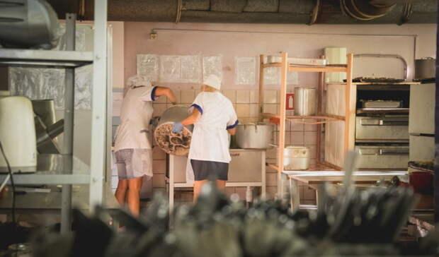 ВКазани повар накормила детей пельменями спола