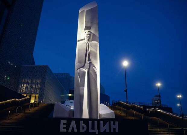 Депутат Госдумы призвал снести «памятник Гитлеру» в Екатеринбурге