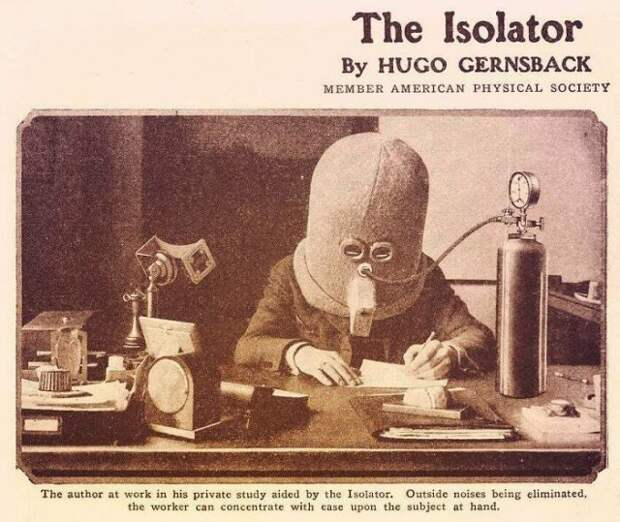 Деревянный шлем изолятор, который помогал человеку не отвлекаться во время работы 1925 год