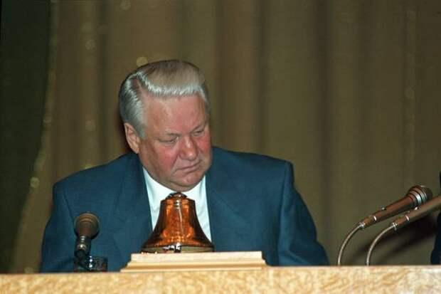 """Ельцин поставил русских на колени перед США, а теперь - """"Здравствуй, тётя, Новый год…"""""""