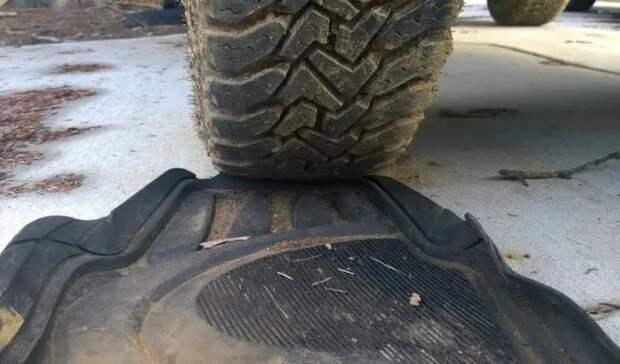 Как вытащить машину из снега БЕЗ троса, лебёдки или лопаты? Дедовская хитрость из СССР