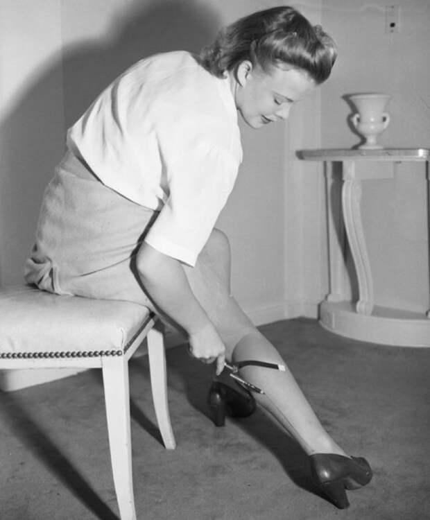 Почему девушки начали брить ноги?