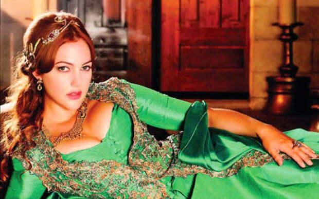 Алиса Яндексовна в Турции: у нее голос звезды «Великолепного века»