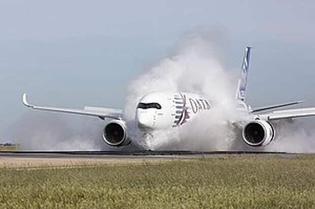 """Самолет A350 XWB удачно завершил тесты на """"защиту от воды"""""""