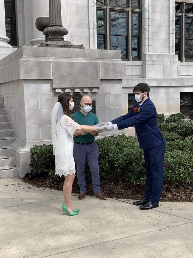Вот как эти 11 пар сыграли свадьбу во время пандемии