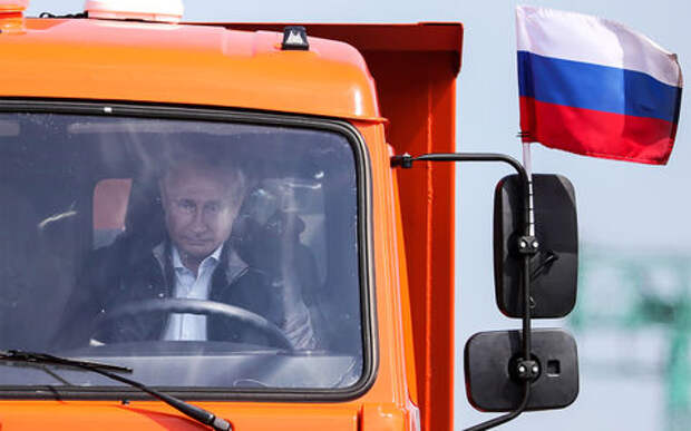 Владимир Путин за рулем КАМАЗа. Реакция соцсетей