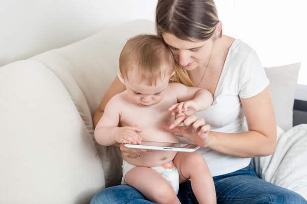 Доктор Комаровский рассказал об опасности гаджетов для детей младше двух лет