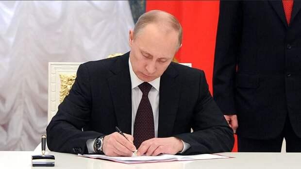 Владимир Путин подписал закон об упрощении государственных закупок