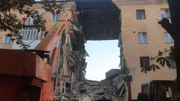 Под завалами дома во Львовской области могут быть пять человек