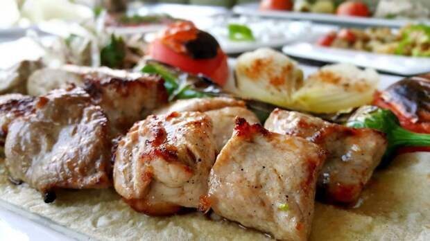 Важно, чтобы кусочки мяса были одинаковыми/pixabay.com