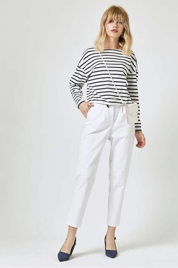 С чем носить светлые брюки: 7 идеальных сочетаний на каждый день
