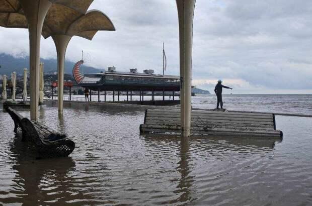 Крым еще не успел оправиться от потопа – объявлено очередное штормовое предупреждение