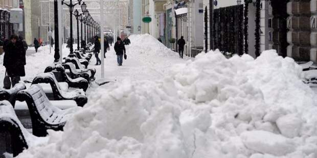 Снег в Беговом складируется в период обильного снегопада – управа