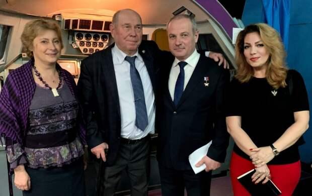 Участники «Московского долголетия» из района Аэропорт посетили открытие выставки на Краснармейской