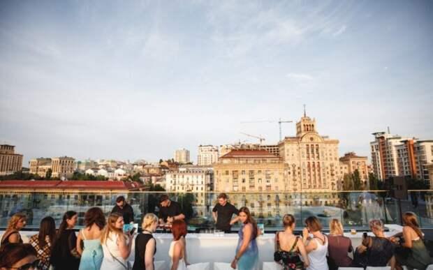 Концерт украинской группы Green Grey на крыше ЦУМа отменен